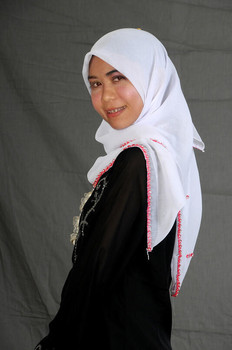 Selfie Bugil Gadis Jilbab Gigi Pakai Behel Meki Indah Terawat