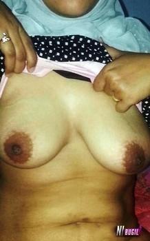 Foto Ibu Muda Berjilbab Toket Gede Memek Mungil